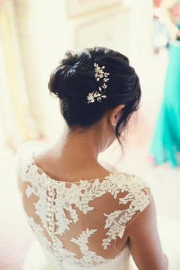 Mariée Coiffée avec bijoux chignon de mariage