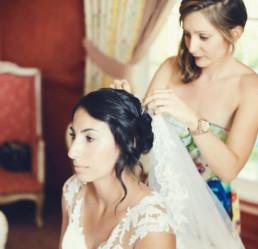 Préparation coiffure de mariée voile, anglaise et dentelle